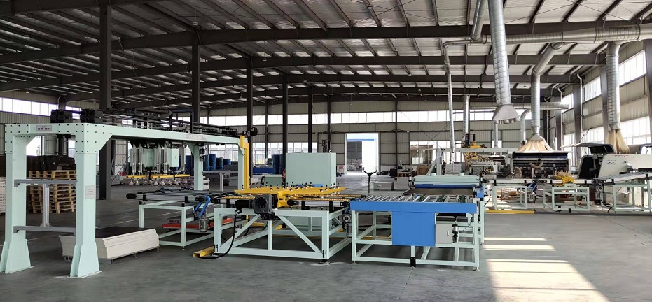 XYJ-4 SPC地板自动分切机生产线